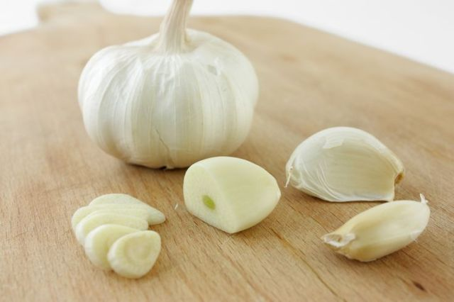 4 Simple DIY Garlic Hacks To Get Rid Of Pimples Overnight Lysa Africa Magazine