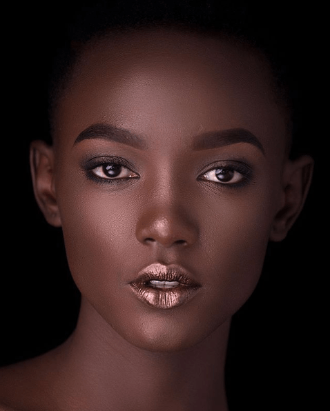 4 Easy Ways To Step Up Your Makeup Game Metallic Shimmer Lipgloss