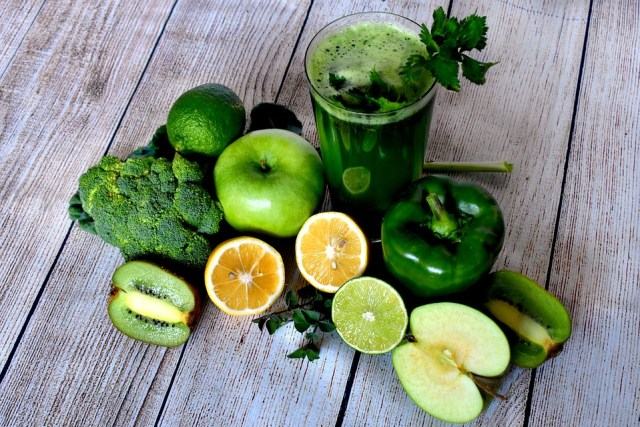 Beauty Hacks | Drink Your Way to Clear Skin - Lysa Magazine green juice/green smoothie
