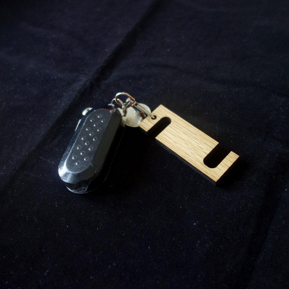 Ξύλινη βάση κινητού μπρελόκ