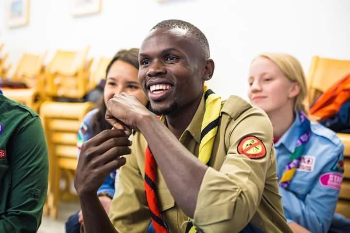 Kom til skør spejderjul i skoven med Tonny fra Uganda