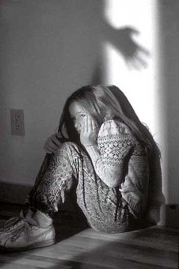 کودک آزاری به هر نحوی، یکی از پلیدترین رخدادهای موجود در جهان است. کودک آزار فردی بیمار و روان گسیخته می باشد که شایستگی زندگی در جامعه انسانی را نداشته و باید در جایی زندانی و یا بستری شود. دیپلمات ایرانی که آن دختر بیگناه را مورد آزار جنسی قرار داده، نه تنها آبروی ایرانیان را برده بلکه برای آن دخترک بینوا، کابوس هولناکی را ساخته که تا پایان عمر، همراهش خواهد بود.