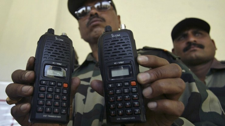 Back in 2018, Indian airport police seized four satellite phones from top German officials, who were on a trip. Use of satellite phones by foreigners is banned in India, especially after the Mumbai terrorist attacks in 2008. - Hold on! Apple's iPhone 13 - illegal for 40% of the world's population due to satellite connectivity?!