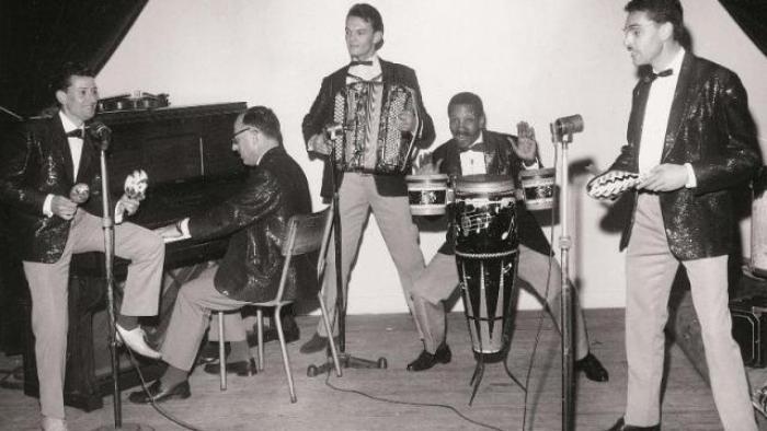Dans années 50-60, l'arrivée de musique électrique US est un coup de tonnerre pour la scéne locale. Comme pour l'accordéoniste de bal Jimmy Mulot qui met très vite du rock dans son musette.