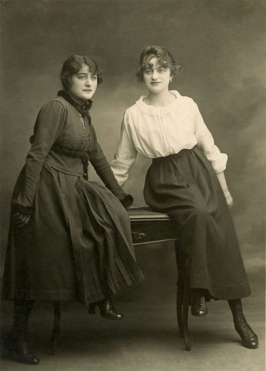 Old-Family-Photo-Sisters-Gr