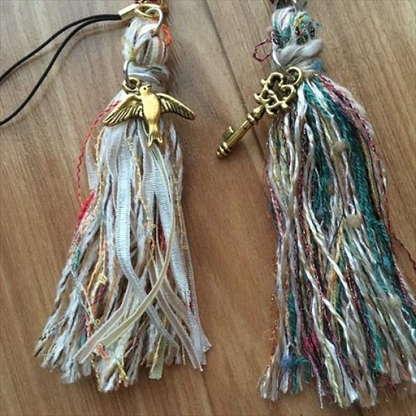 リボンやラメの引き揃え糸のタッセル