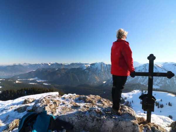 Blick vom Gipfelkreuz des Fockenstein