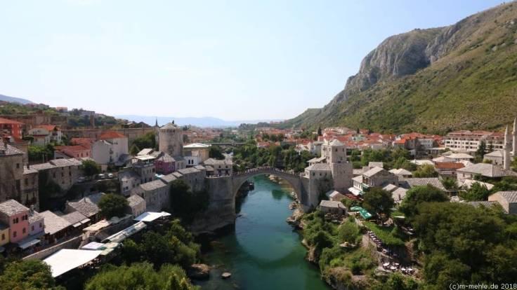 Blick vom Minarett der Karađozbeg-Moschee über Mostar, Bosnien - Herzegowina