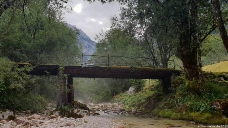 Brücke beim Soca Tal in Slowenien