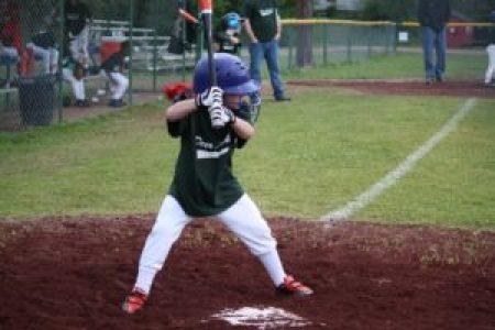 野球をする子供