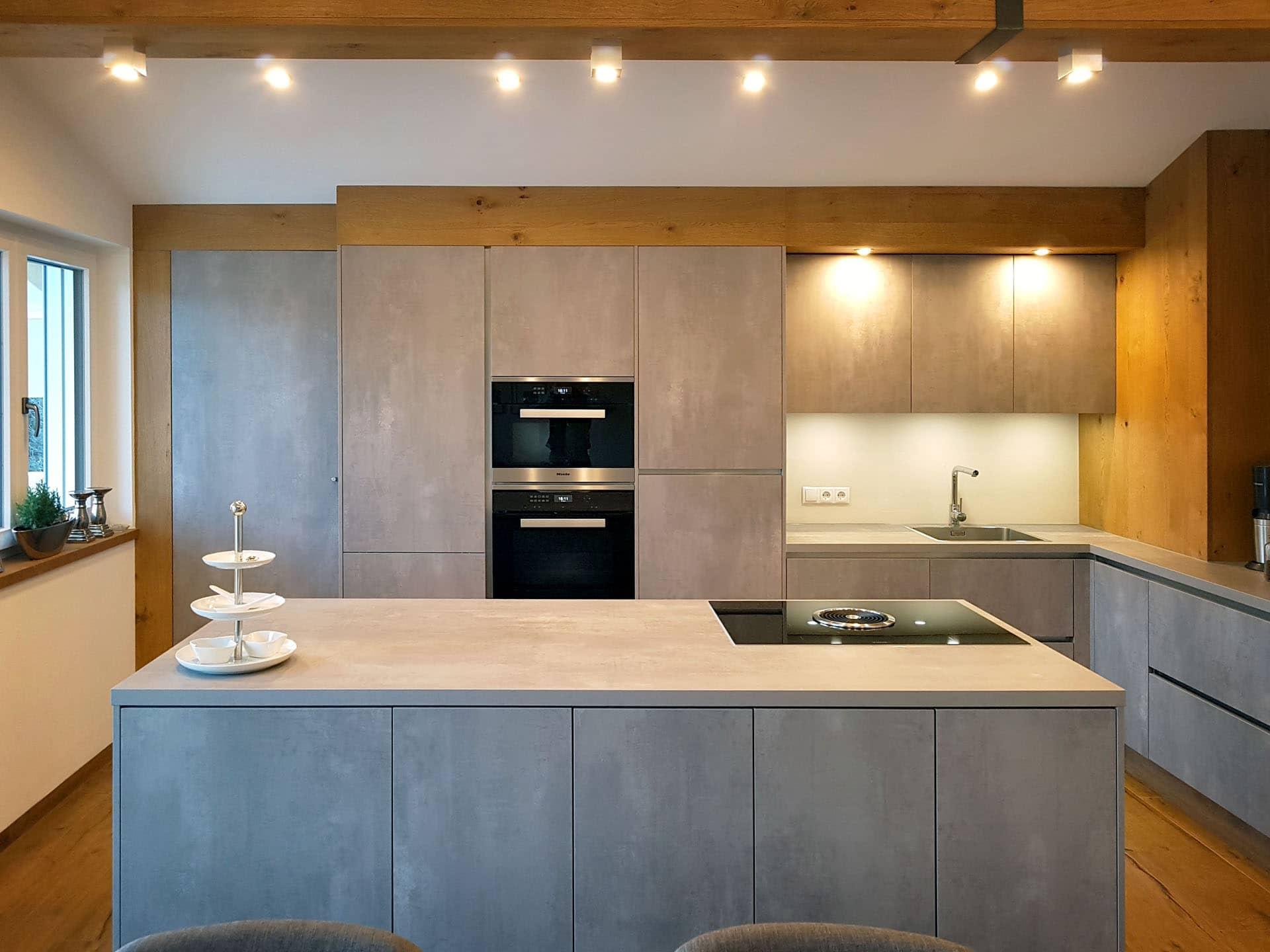 Kuche Betonoptik Holz Nischenruckwand Kuche Haus Renovieren