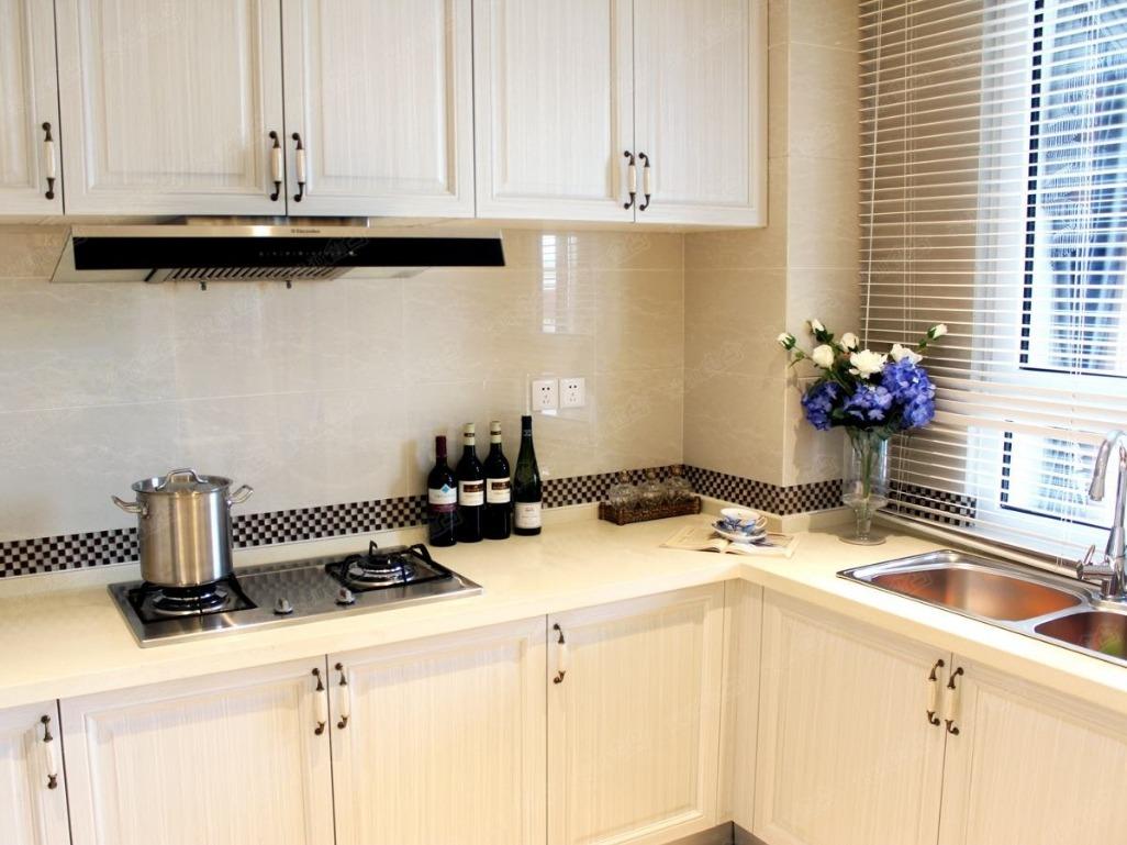 viking kitchens rustic white kitchen cabinets 厨房装修很重要 那我们应该怎么装修才能装修的合理美观呢 京东 厨房作为家里一个重要的区域 是装修中的重中之重 它的环境最复杂 而且装修要求也比较高 所以对厨房的装修我们一定要重视起来 把厨房装修的合理又美观 这样让做饭