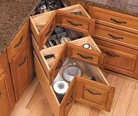 pull out kitchen cabinet lowes ceiling lights 橱柜转角居然可以这么收纳 太聪明了 京东 改动橱柜内里 像这样的橱柜转角外观上看起来并无异样 打开的时候却发现里面空间很大 可以放置很多的东西 平时我们闲置通通都可以放进来 而且也可以利用橱柜的