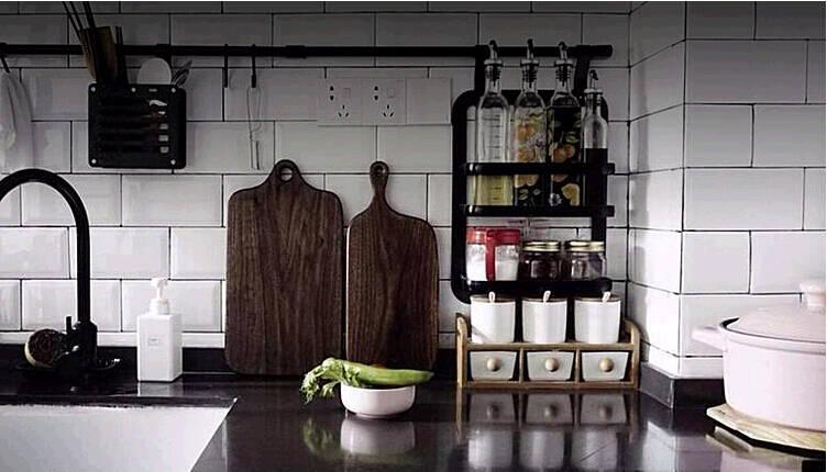 kitchen canister island design 如何安置厨房里的瓶瓶罐罐 京东 光油盐酱醋就一箩筐 收纳最大的问题是人人都会收拾 都可以吧凌乱的东西随意归拢起来 但是我们要的是好收纳 起到好的效果 甚至是一道风景