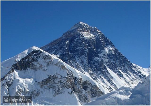أعلى 10 جبال على وجه الأرض إفرست في المقدمة القيادي