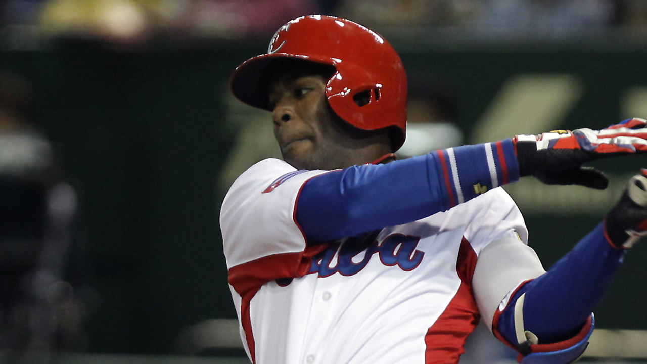 Marineros firmaron al OF cubano Guillermo Heredia