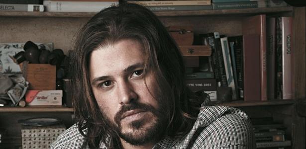 O ator Dado Dolabella interpretará astrofísico ateu; ator estranha linguagem do personagem