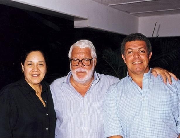 Manoel Carlos ao lado da mulher Beth e do filho mais velho, Manoel Carlos Jr (2005)