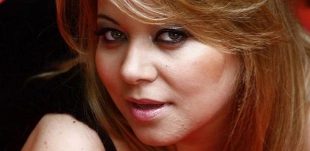 """Simone Fiuza de bem com a vida e seu """"plus size"""""""