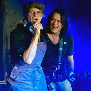 Os membros do Van Halen. Eddie Van Halen e David Lee Roth, fazem apresentação em casa noturna de Nova York (05/01/12)