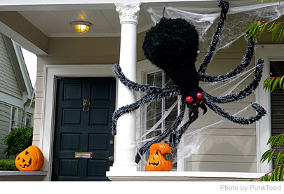 Halloween Outside House Décor – Ideas To Decorate Your House On