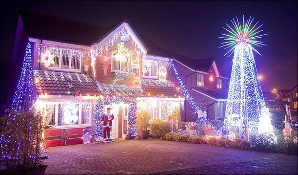 10 Houses That Were Decorated By Crazy Christmas Lovers