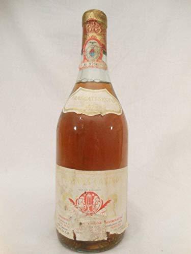 frascati-secco (tiquette abime et dchire) blanc 1973 - italie latium - une bouteille de vin