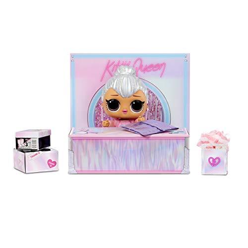 Image 2 - LOL Surprise Big BB (Big Baby) Kitty Queen - Grande Poupée 28cm, Déballez des Tenues, Chaussures, Accessoires, Comprend un Bureau, une Chaise et une Toile de Fond - 3 ans et plus