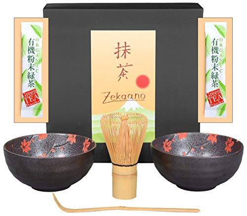Aricola Matcha-Set 4-teilig, bestehend aus 2 Matchaschalen anthrazit/rot mit Blütendesign, Matchalöffel und Matchabesen in eleganter Geschenkbox. Original