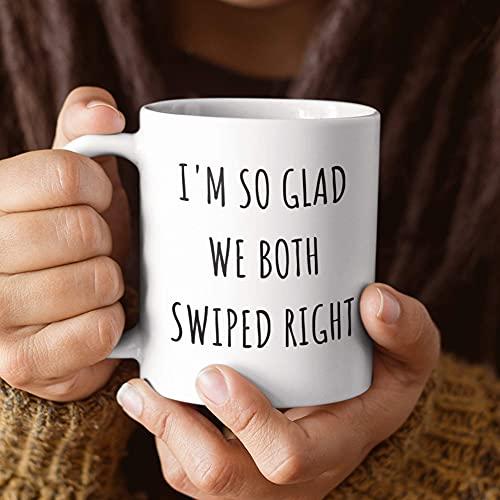 Estoy tan contento de que ambos nos deslizamos a la derecha de mi vida Taza de café Regalos para citas en línea Regalos virtuales para novios Regalos para novias Regalos para esposas