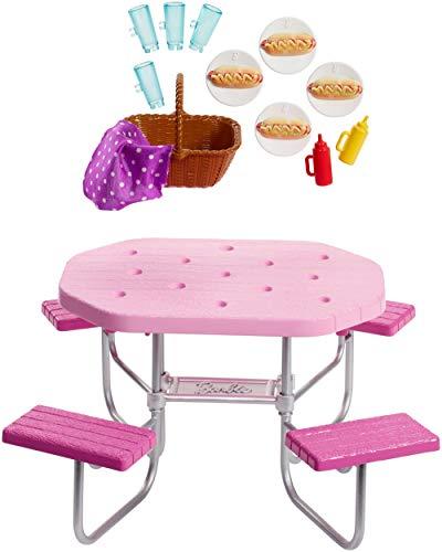 Barbie Arredamenti da Esterno, Tavolo da Picnic Rosa con Sedili Regolabili e Cesto da Picnic con 4...