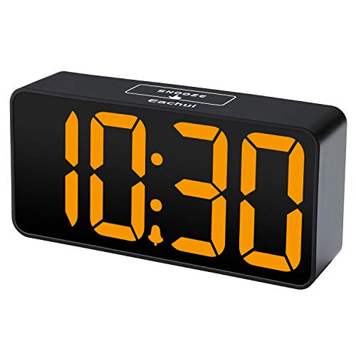 Eachui LED Digitaler Wecker mit USB-Ladeanschluss, Große Ziffern Display, Lauter Alarm, Helligkeit und Lautstärke Regelbar, Snooze, 12/24HR, Tischuhr Netzbetrieben
