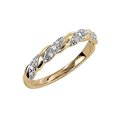 SAY YES – Saying 'Yes' to the perfect ring is easy with our bridal collection, exclusively for Amazon. Brides and grooms have so many decisions – this elegant and eye-catching ring is a brilliant choice for your big day. It features stunningly beauti...