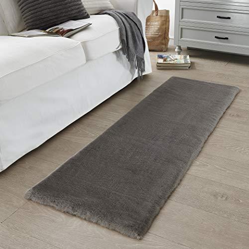 Kurzfell-Teppich Kunstfell Hasenfell Imitat | Wohnzimmer Schlafzimmer Kinderzimmer | Als Faux Bett-Vorleger oder Matte für Stuhl Hocker Sofa (Dunkelgrau, 50 x 150 cm)