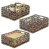 mDesign Juego de 3 cestas organizadoras para armario o estante – Canasta trenzada de jacinto de agua con etiqueta – Cesto extraíble con asas para baño, cocina, etc.– 40,6 x 30,5 x 15,2 cm – marrón