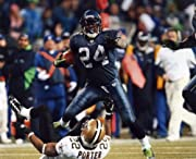 MARSHAWN LYNCH SEATTLE SEAHAWKS 8X10 HIGH GLOSSY SPORTS ACTION PHOTO SENT IN A PROTECTIVE FOLDER W/A HEAVY CARDBOARD INSERT DO NOT BEND ON BOTH THE FRONT AND BACK SHIPS IN 2-4 BUSINESS DAYS