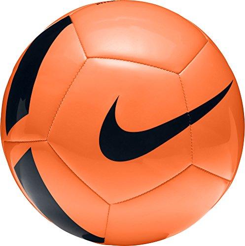 Nike Pitch Team Unisex   Contrastrijke vormgeving voor een hoge zichtbaarheid   Rubber/ PU/ Polyester   EVA   Maat 5   Electric Green/Black