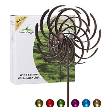 SteadyDoggie Moulin à Vent Solaire en métal résistant 155 cm - Lampe LED Multicolore - Finition Bronze Antique - Étanche - Facile à Assembler- pour l'extérieur
