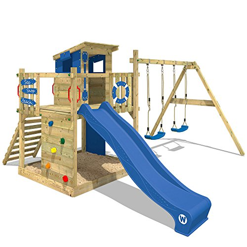 WICKEY Spielturm Smart Camp - Klettergerüst mit Stelzenhaus, massivem Holzdach, Schaukel, Sandkasten, Kletterwand, blauer Plane und blauer Wellenrutsche