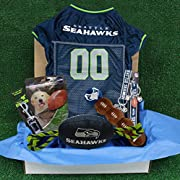 NFL GIFT for PETS! This prime gift contains a full set of Cute & Licensed NFL Pet Products perfect for a new pet or to gift for holiday! Best NFL Christmas Gift! Great Gift for the NFL Sporty Fan! Our DELUXE NFL Gift Box is Great for dogs! It contain...