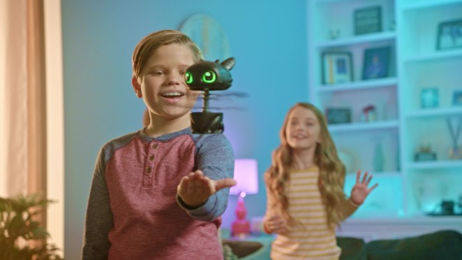 Dreamworks-Dragons-Flying-Toothless-Interactive-Dragon-with-Lights-and-Sounds-for-Kids-Aged-6-and-up