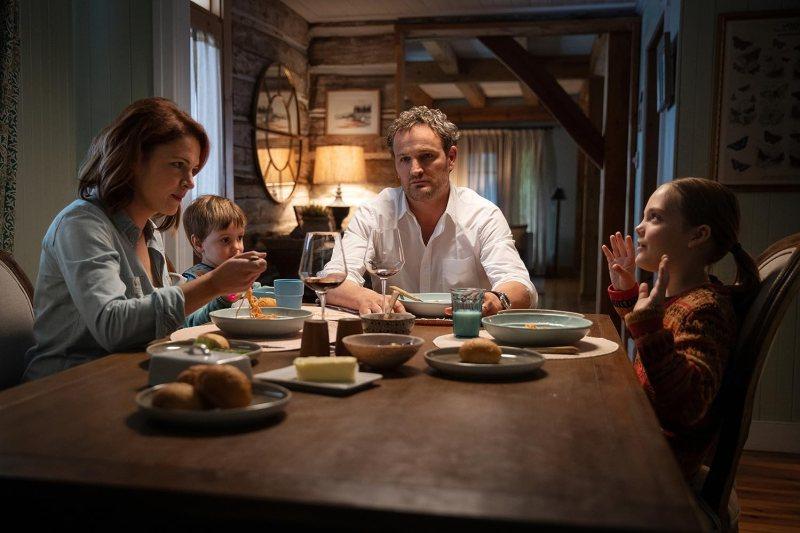 Jason Clarke, Amy Seimetz, Jeté Laurence, and Hugo Lavoie in Pet Sematary (2019)