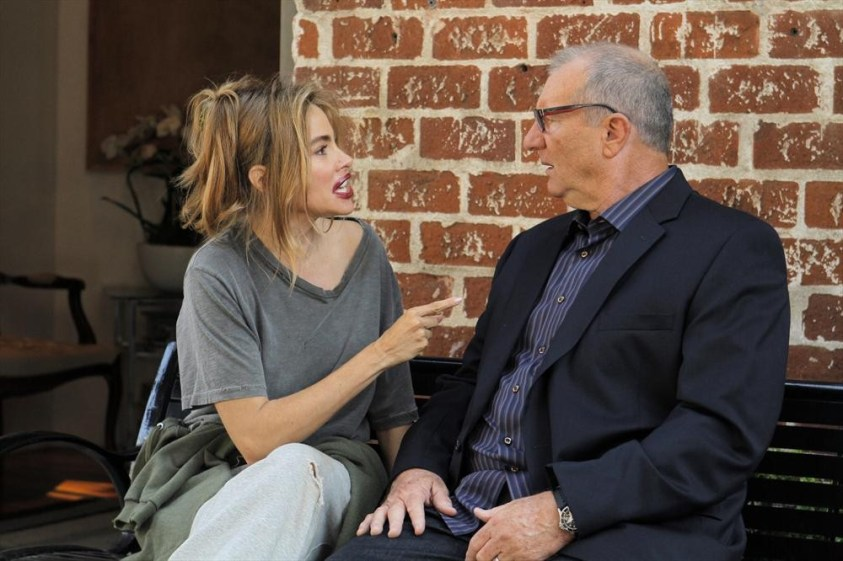 Sofía Vergara and Ed O'Neill in Modern Family (2009). Temas de conversación de los personajes