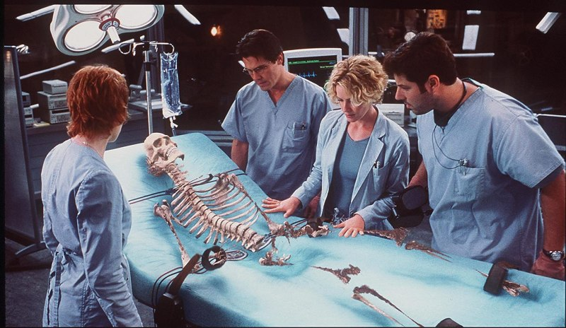 Elisabeth Shue, Josh Brolin, Kim Dickens, and Greg Grunberg in Hollow Man (2000)
