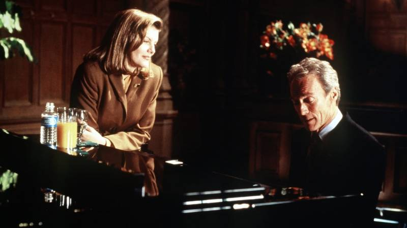 Clint Eastwood and Rene Russo in In the Line of Fire (1993)