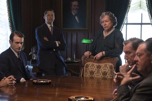 Kathy Bates and Arvin Combs in The Highwaymen (2019)