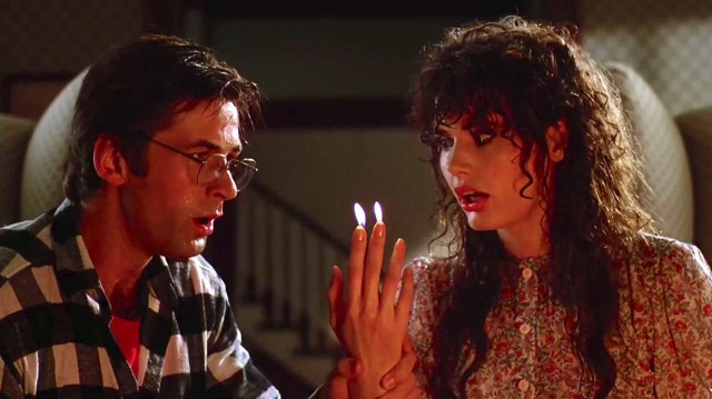 Geena Davis and Alec Baldwin in Beetlejuice (1988)