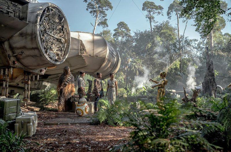 Anthony Daniels, Oscar Isaac, John Boyega, Daisy Ridley, and Joonas Suotamo in Star Wars: Episode IX - The Rise of Skywalker (2019)