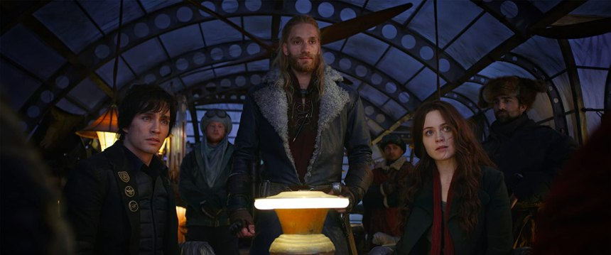 Robert Sheehan, Hera Hilmar, and Leifur Sigurdarson in Mortal Engines (2018)
