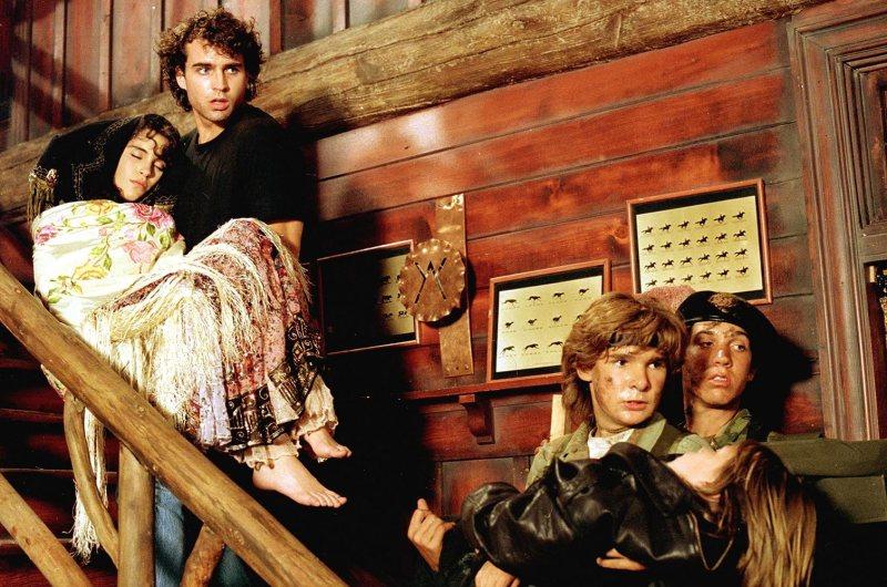 Corey Feldman, Jami Gertz, Jason Patric, and Jamison Newlander in The Lost Boys (1987)